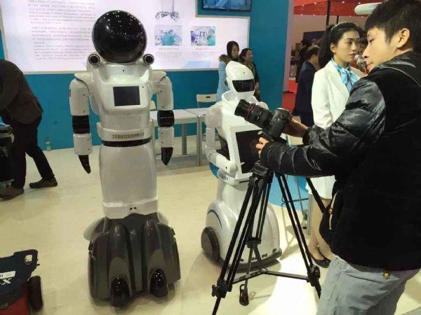 """把握""""人机共融""""机遇,大力发展机器人"""