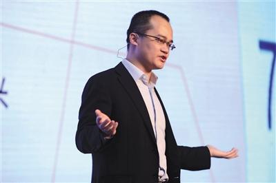 美团点评CEO王兴:送外卖机器人将很快出现