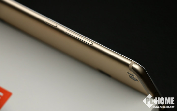 小米MAX2评测:性能略开倒车 但装上分屏功能就是最霸气的巨屏手机
