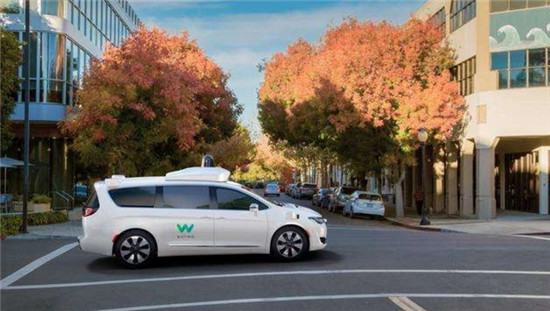 无人驾驶:传统车企和互联网新势力谁更有机会?