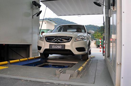 广州首座纯电动汽车换电站建成 换电仅需2分46秒