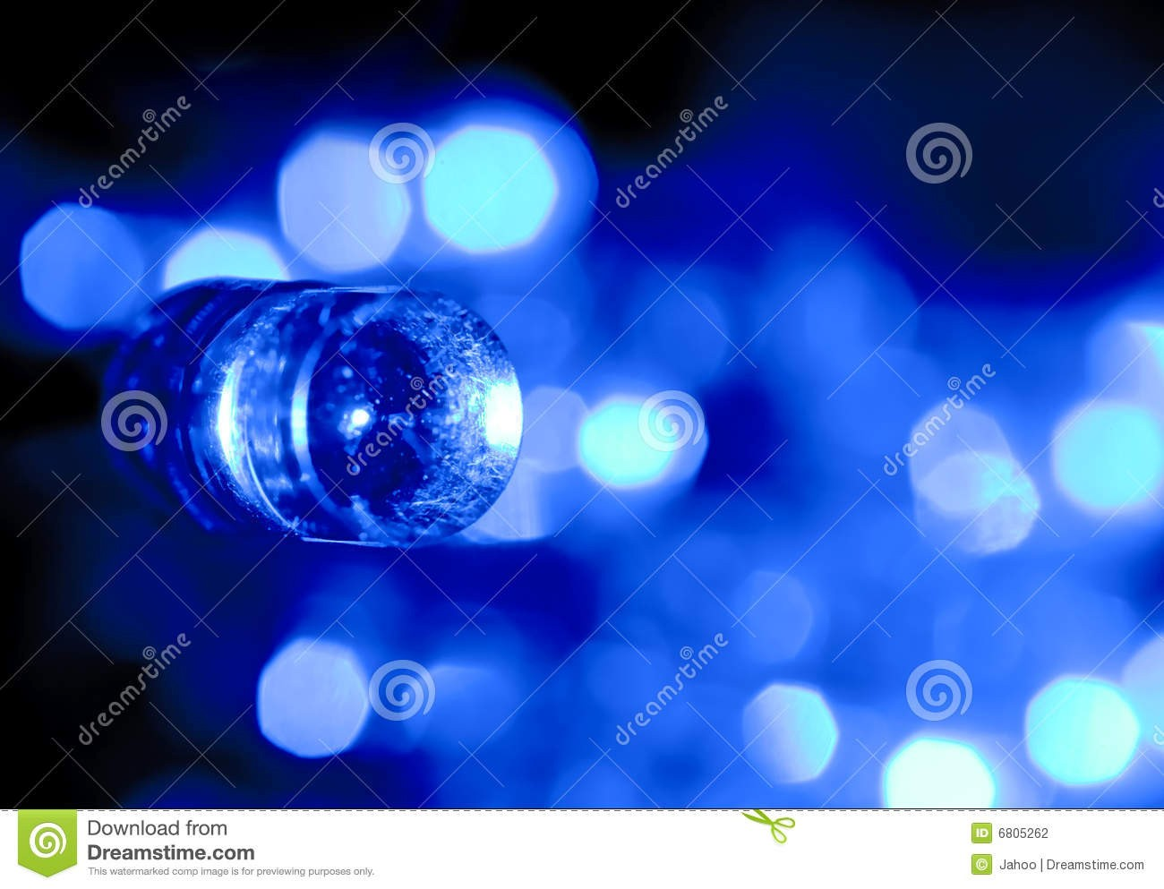 2018年至2022年全球高亮度LED产值年均增长2-5%