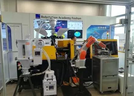 首条工业4.0生产示范线上的国产机器人身影