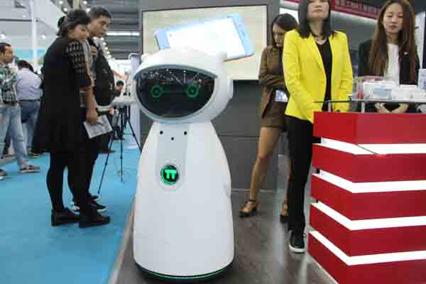盘点2017高交会上奇特有趣的服务机器人