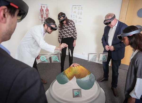 微软被告?HoloTouch诉HoloLens侵犯两项专利