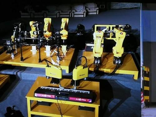 世界智能制造大会开幕 董明珠带着格力机器人乐队返乡演出