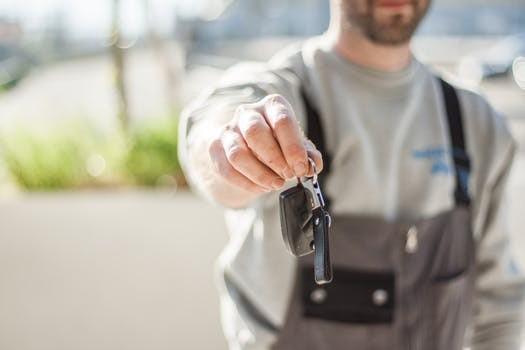 摩拜进军新能源共享汽车领域 你买账吗?
