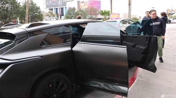 贾跃亭造的FF91电动车公开上路:邀请国内媒体试乘