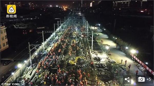 中国工人9小时改造火车站 外国网友开始疯狂自黑