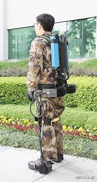 """""""穿戴式外骨骼助力机器人""""发布样机 似钢铁战衣"""