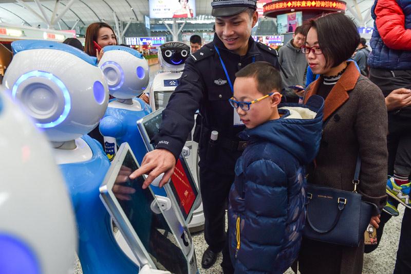 警务机器人 护航回家路
