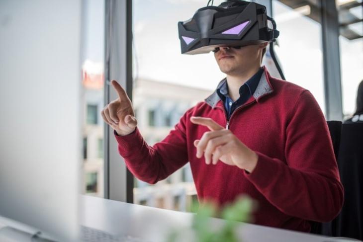 具备手势追踪的5K VR头显