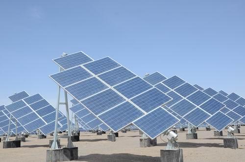 格尔木新增光伏风力并网装机950兆瓦 创历年之最
