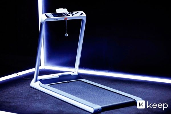 Keep发布智能跑步机K1 主打成长/社交