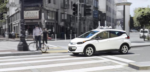通用无人驾驶汽车被警察开罚单,原因离行人太近