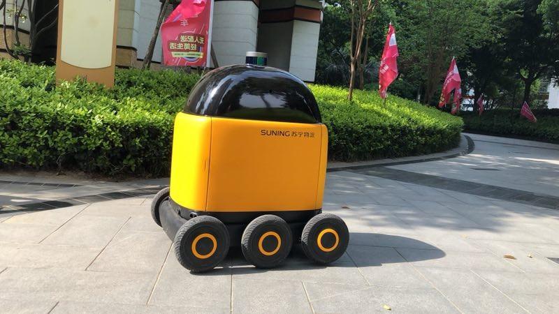 苏宁无人配送车昨日亮相 可自主实现电梯交互与路线规划