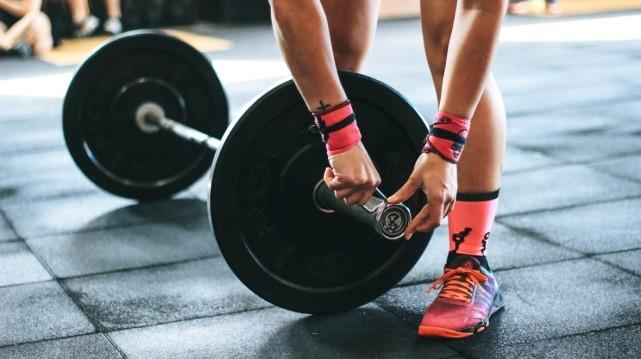 在健身房智能健身:最好的健身追踪器大推荐