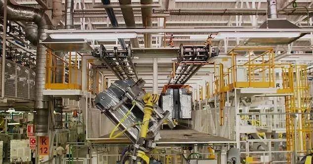西班牙一汽车公司使用2000台机器人 68秒完成车身组装