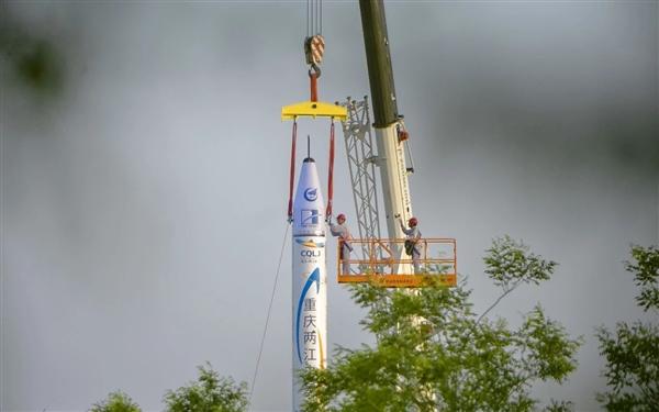 震撼:中国首枚全民营自主火箭首飞成功