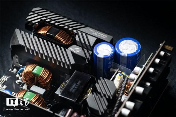 华硕ROG发布THOR 1200W电源:加入OLED屏及LED灯公爵700