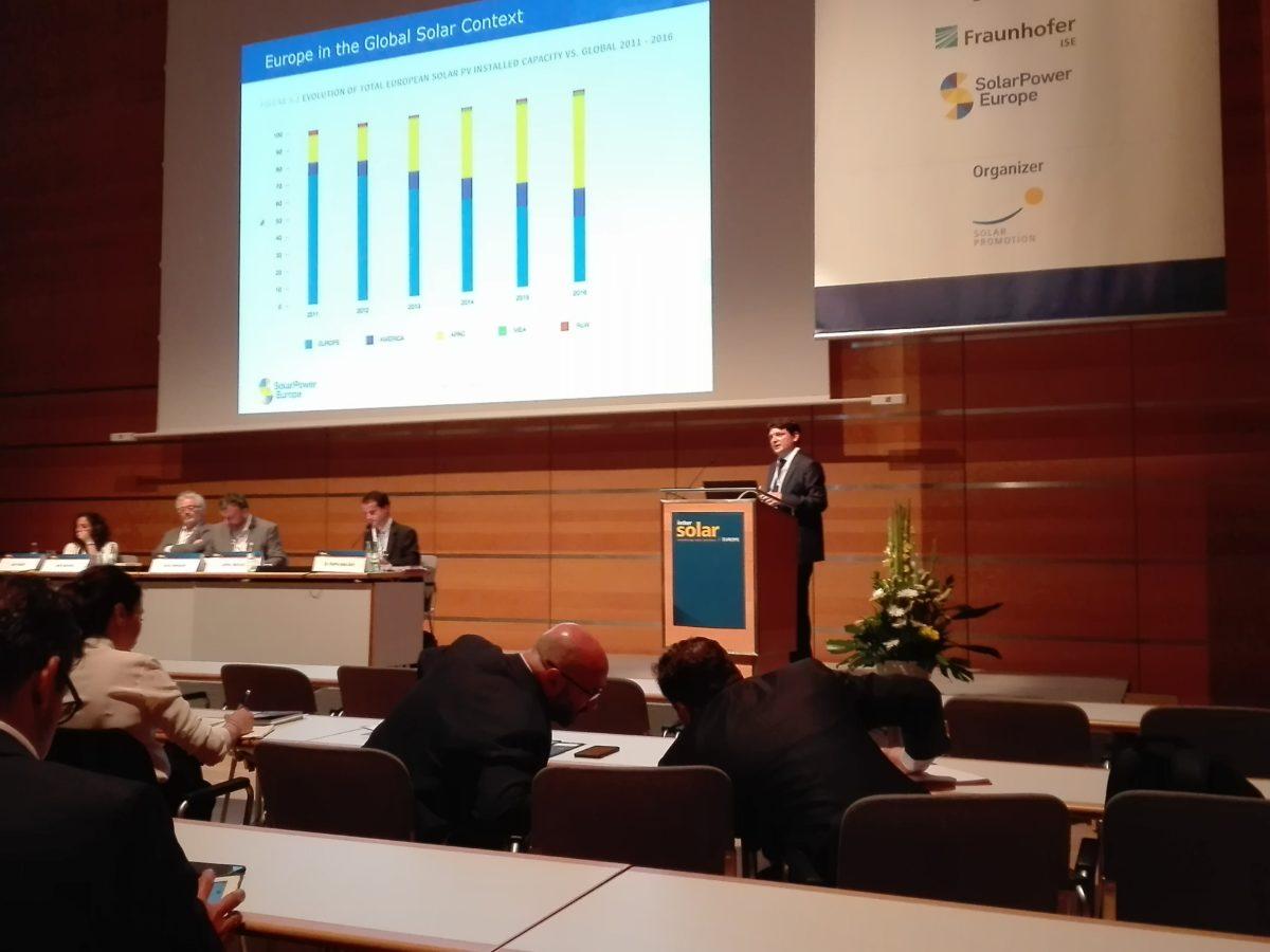 光伏新政震动世界光伏产业 欧洲下调全年预测至102GW