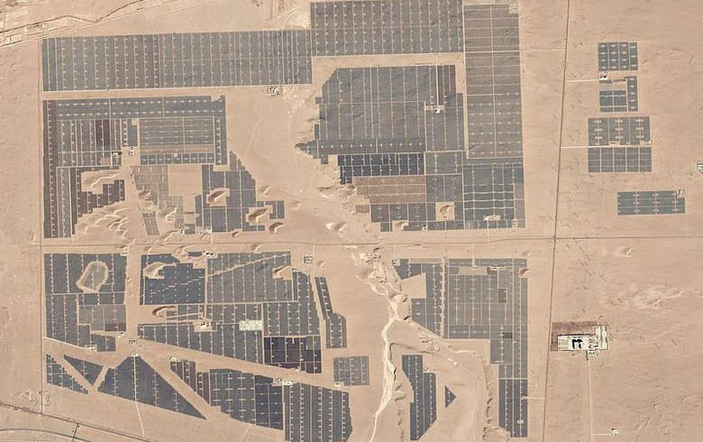 8吉瓦.2017年,中国新增约53吉瓦太阳能,占全球新增总量的一半以上.