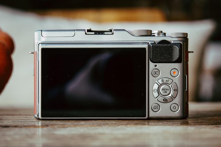 复古高画质还能美颜自拍 富士X-A5微单相机评测