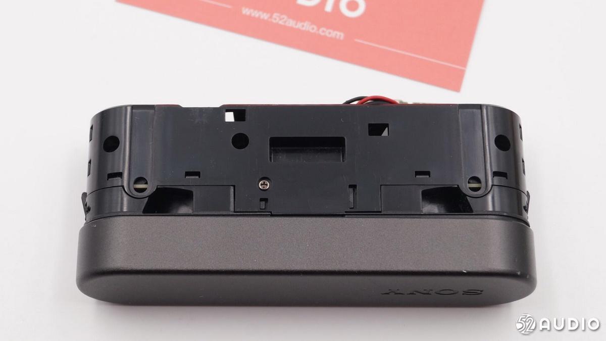 三款TWS真无线蓝牙耳机充电盒深度拆解:产业链大解析