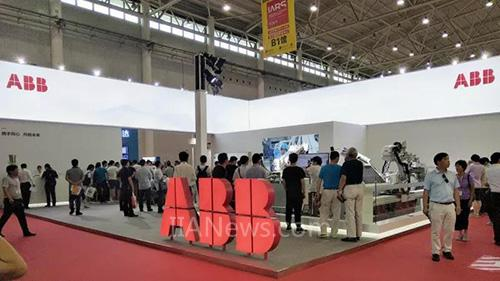 ABB机器人亮相武汉工博会 支持中西部工业转型升级