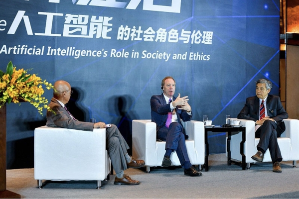 """微软总裁访华谈AI伦理:要让人工智能启程前""""装上刹车"""""""