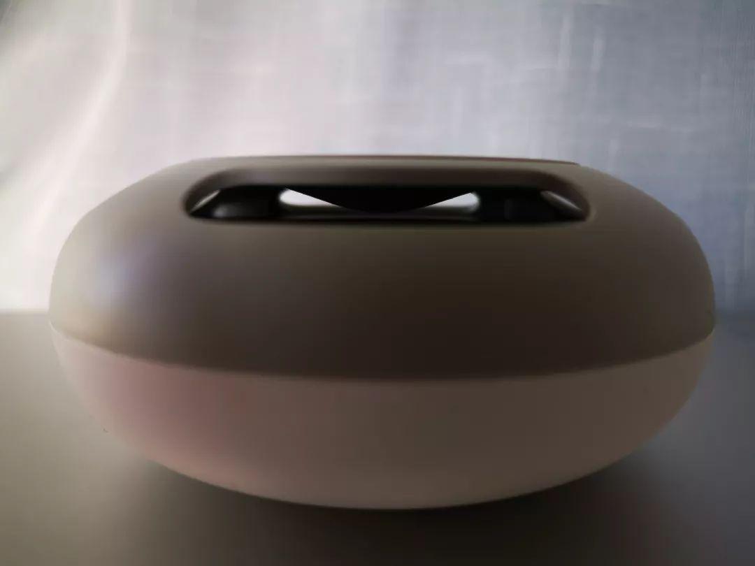 荣耀YOYO智能音箱开箱:反射锥出音设计让AI更悦耳