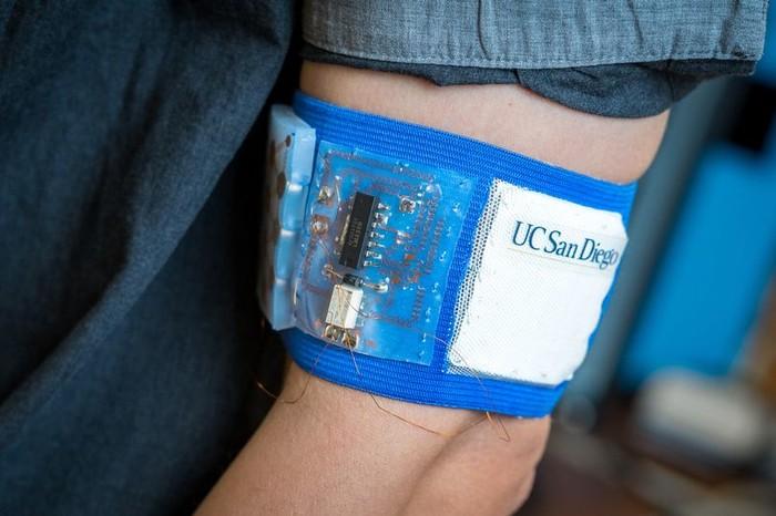 科学家研发出可穿戴智能皮肤贴片:升降温将再不难