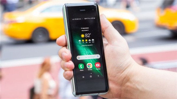 三星Galaxy Fold全面评测:最具前瞻性的手机 但千万别急着买