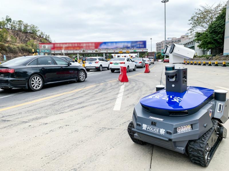 """AI机器人""""警察""""坚守深圳防疫一线,助力降低病毒传染风险"""